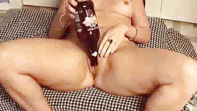 Porno gratuit sans inscription  Rachel Taylor se détend dans le salon RLC video porno arab gratuit